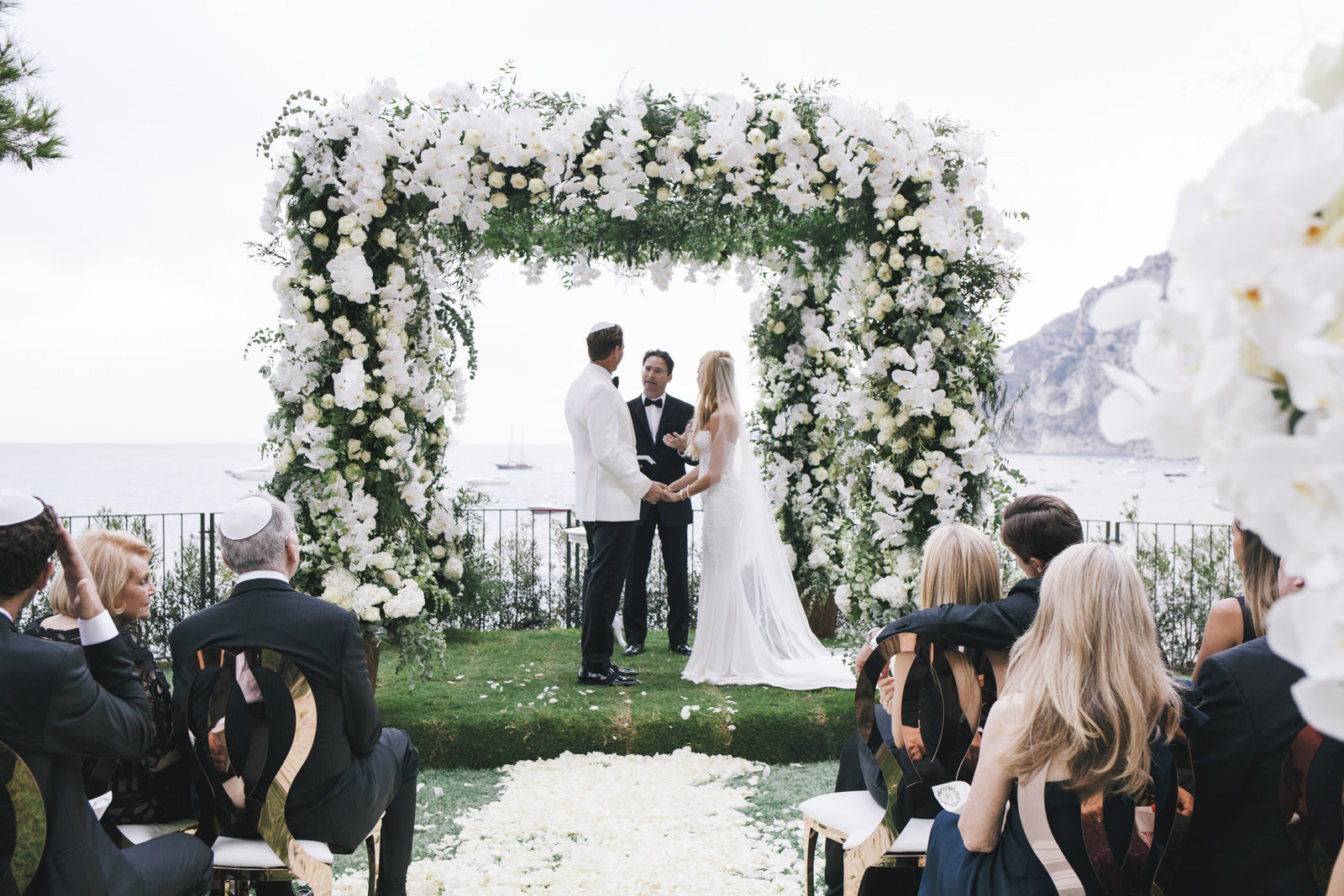 What to Keep in Mind When Looking at a Wedding Car Hire