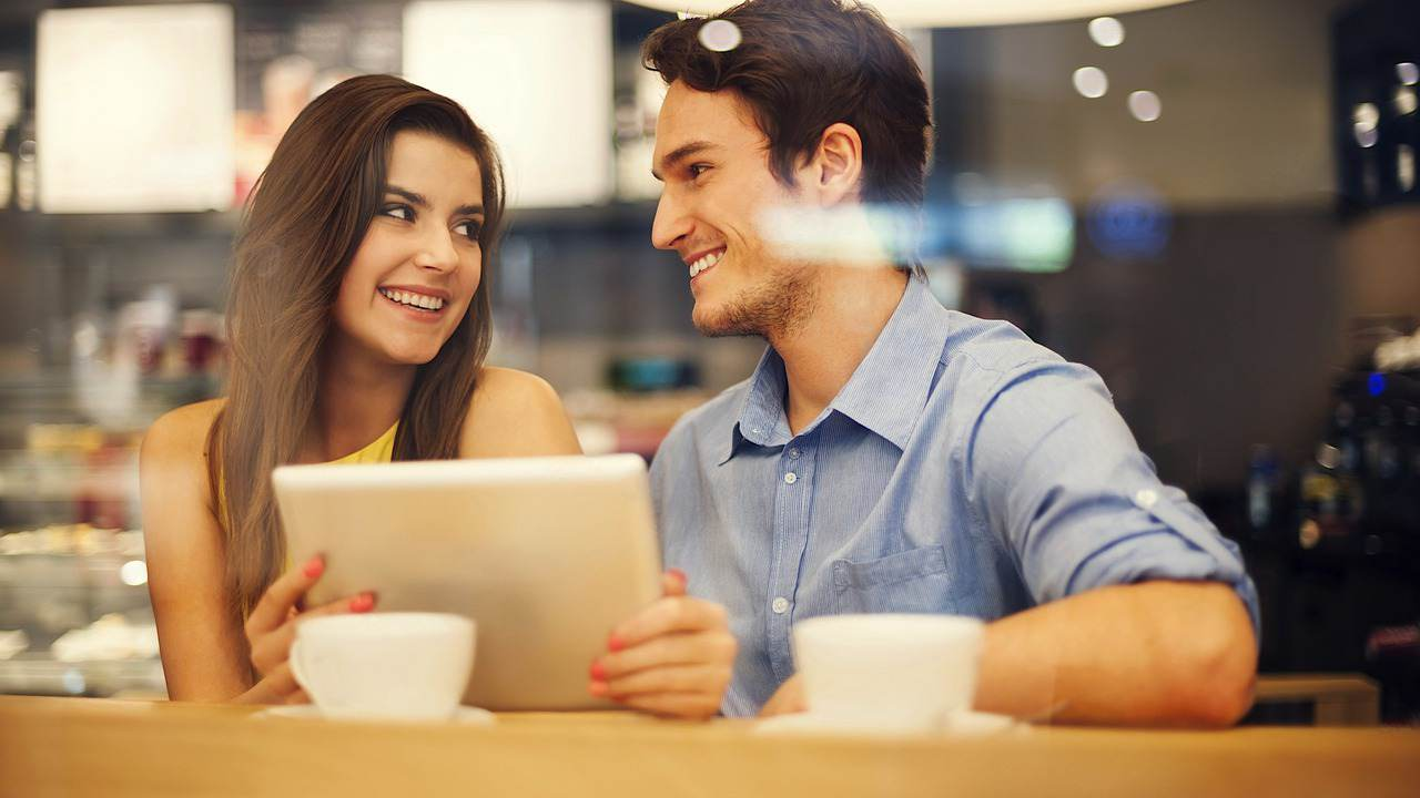 Introduction Agency VS Online Dating- Where You Can Find Your Match?